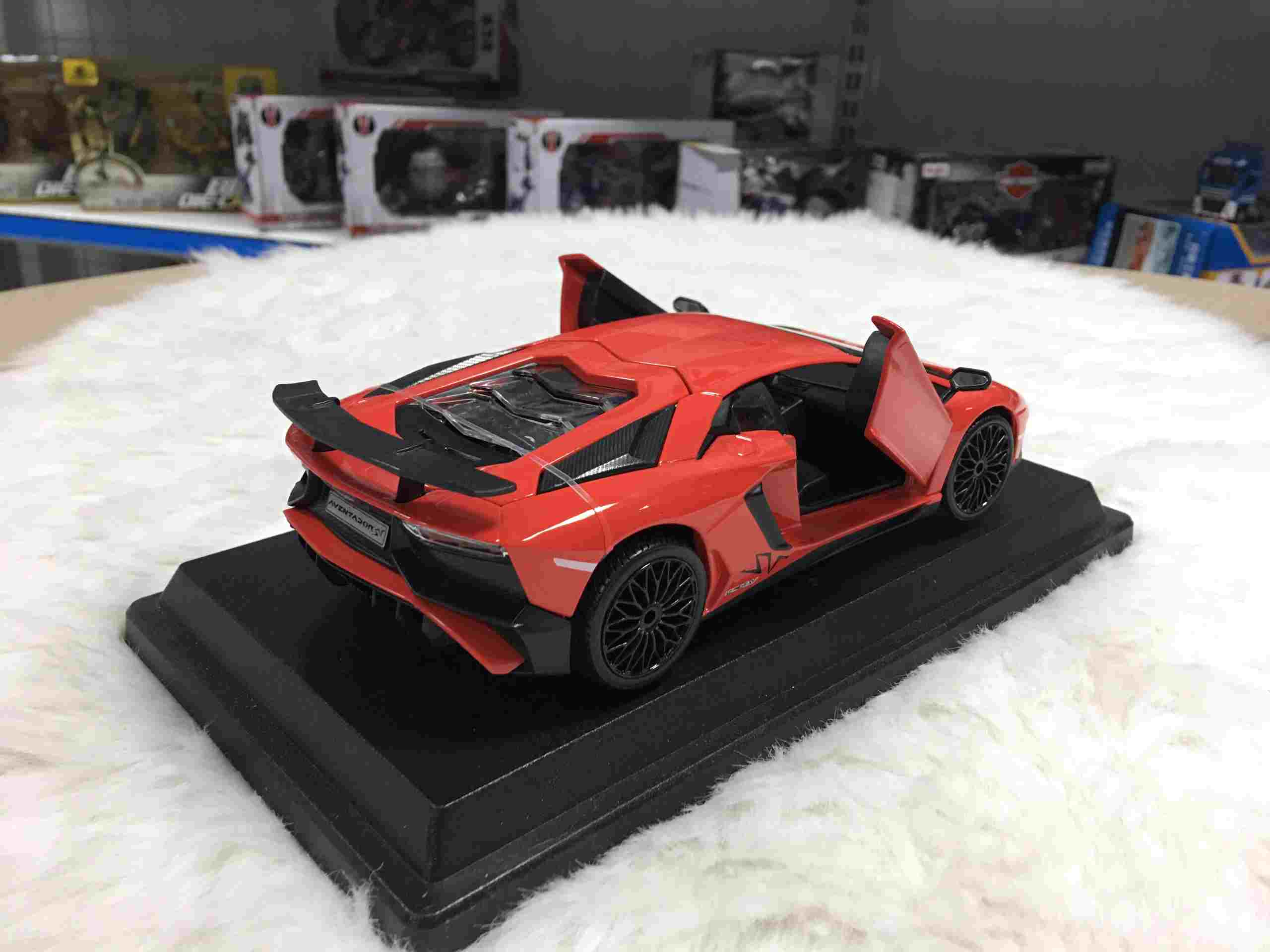 SP005062 - [Burago] Lamborghini Aventador LP750-4 SV 124 [Orange]